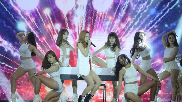Xin Yêu Thương Quay Về (HTV Awards 2015 - Liveshow 1)