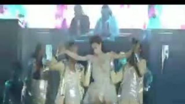Đừng Quay Về (Liveshow Hồ Ngọc Hà Live Concert 2011)