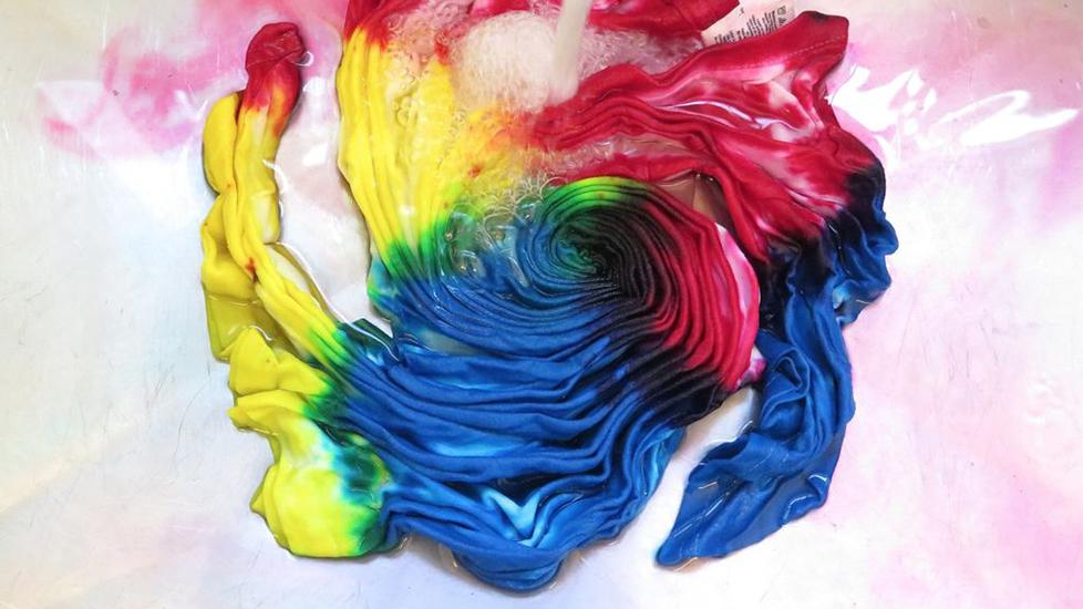 Ánh hào quang rực rỡ của tie-dye