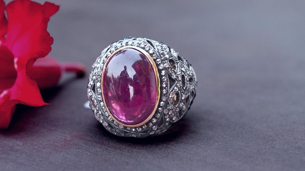 Câu đố về viên hồng ngọc mất tích - bạn có giải được không?