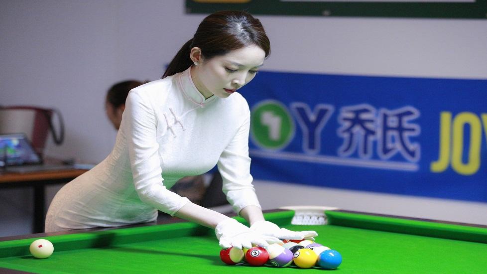Đại mỹ nhân Trung Quốc thể hiện kỹ năng bi-a cực đỉnh