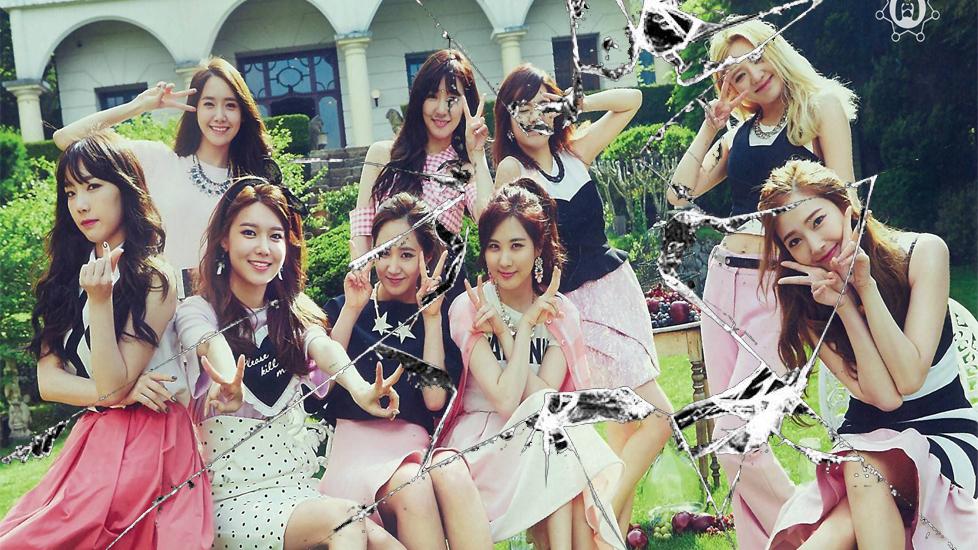 Sự thật phía sau 'vở kịch tình thân' của các nhóm nhạc Kpop