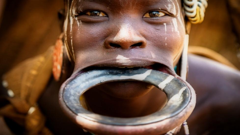Top 5 tục lệ rùng mình của các bộ tộc trên thế giới