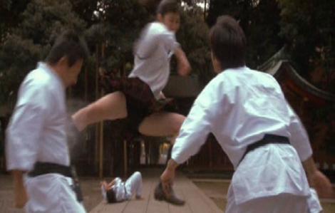 Người đẹp tung cước hạ hàng chục nam võ sĩ trên sàn đấu