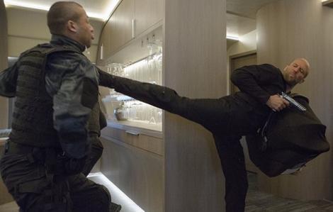 Lộ clip full trận đánh ác liệt của Jason Statham trong Fate of the Furious
