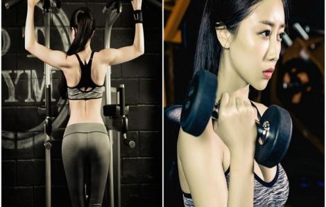 Hot girl Trung Quốc khoe sức khỏe 'không tưởng'
