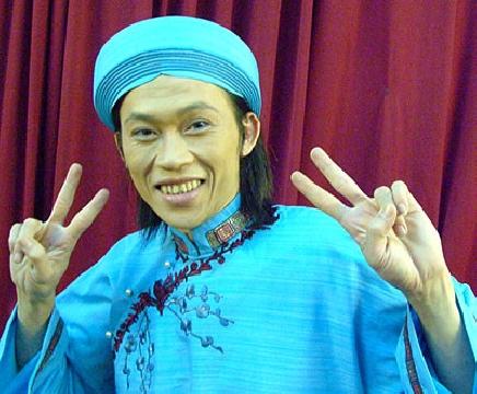 Hoài Linh - Lâm Vĩ Dạ bị bắt gặp khi đang làm chuyện mờ ám