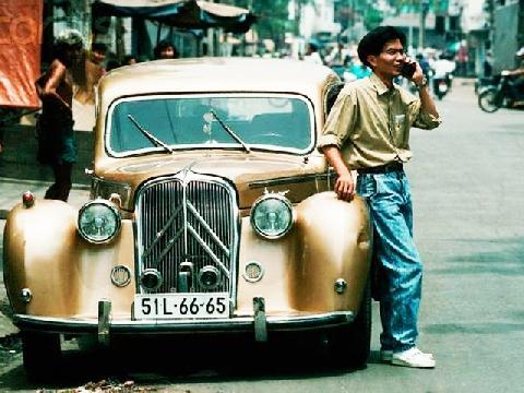 """Cận cảnh trang phục """"cậu ba"""" Sài Gòn từ 1960 đến nay"""