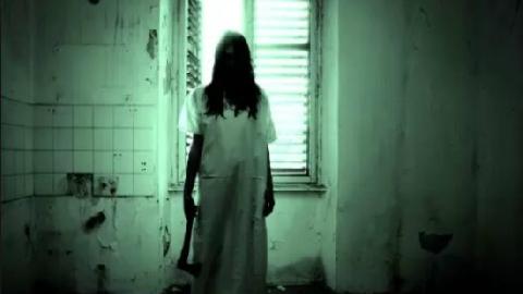 Clip thật về bóng ma tấn công người trong hành lang