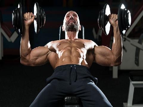 4 động tác tập cho cơ bụng đàn ông săn chắc