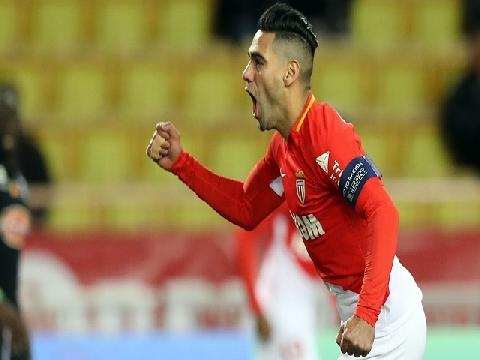Falcao gây sốt với bàn thắng từ giữa sân vào lưới Caen