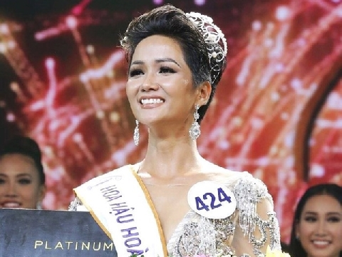 Cực sock khi tân Hoa hậu Hoàn vũ từng bị ép bỏ học lấy chồng sớm
