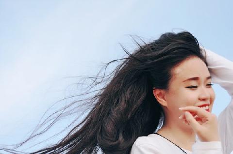 Thiếu nữ nuôi tóc dài 1,5 m suốt 10 năm qua