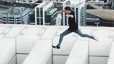 Nam thanh niên chạy trên đỉnh nhà 43 tầng ở Dubai
