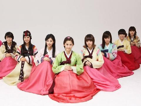 Sao Hàn xúng xính diện hanbok đón Tết