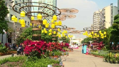 Gấp rút hoàn thành đường hoa Nguyễn Huệ đón Tết