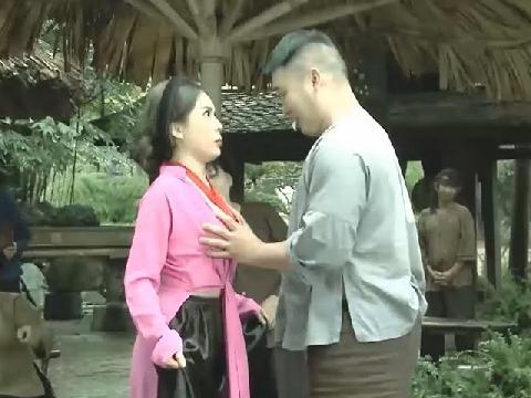 Loạt phim hài Tết ngập cảnh 'nóng' gây tranh cãi