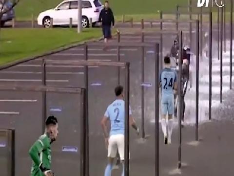 Chế: Wigan phá sập mộng ăn 4 của Man City