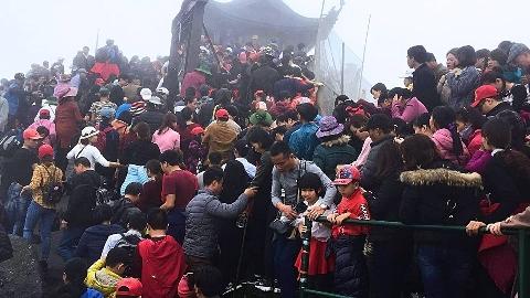 Chen chúc về dự Lễ hội Xuân Yên Tử