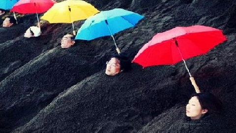 Kỳ lạ 'tắm trong cát nóng' ở Nhật Bản