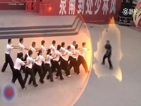 Màn biểu diễn võ thuật 'không tưởng' của võ sư Trung Quốc