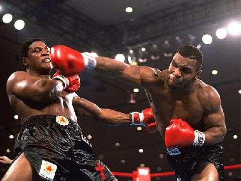 Mike Tyson 'ngạo mạn', hạ gục đối thủ tính bằng giây