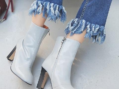 Chọn giày dép phù hợp với từng kiểu váy