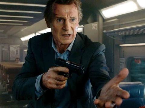 Ông bố 'Tanken' Liam Nesson đánh kẻ xấu trên tàu điện