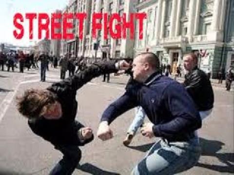 """2 thanh niên Boxing """"cân"""" 10 gã du côn!"""