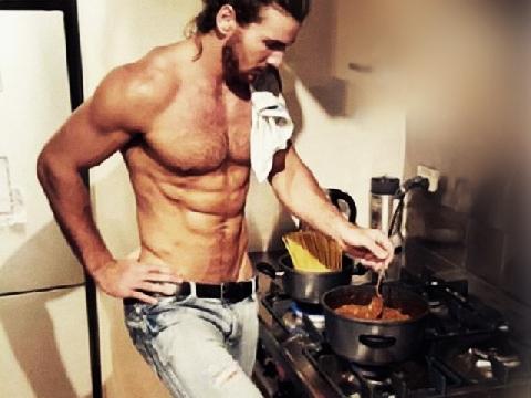Các quý ông khi vào bếp - tưởng tượng và thực tế!