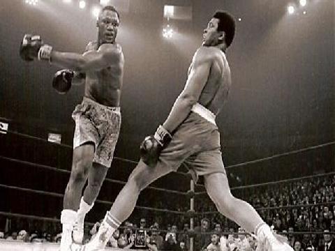 Những bước di chuyển 'vi diệu' của huyền thoại Muhammad Ali