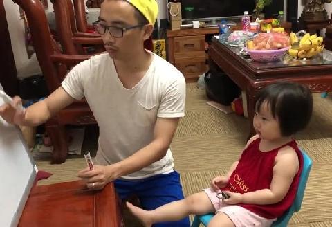Clip hot: Ông bố gia sư cho con gái siêu bá đạo