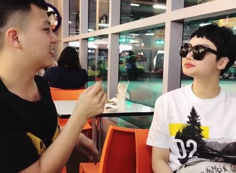 Hài Duy Khánh: Ném đồ ăn phiên bản bựa