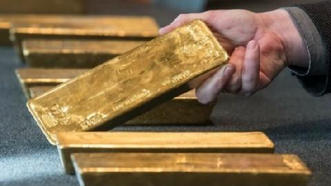 Lao công 'phát tài' vì nhặt được 7kg vàng ở thùng rác sân bay