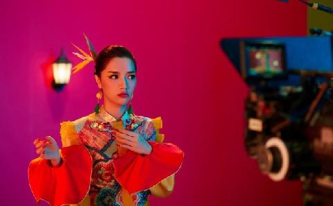 Bùa Yêu - Bích Phương - Official MV