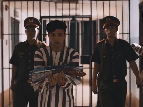 Fan phát hoảng khi Hồ Quang Hiếu mặc áo tù trong trại cải tạo