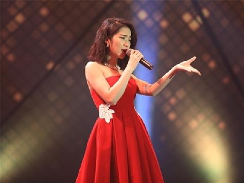 Lần đầu hát live 'Rời bỏ', Hòa Minzy khiến fan 'nổi da gà'