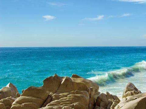Đến nơi nước biển rẽ sóng chia 2 màu