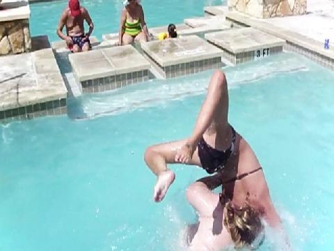 Tai nạn 'đắng lòng' tại bể bơi!