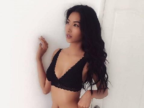 Hoàng Thùy diện bikini khoe thân hình sexy đến 'nghẹt thở'