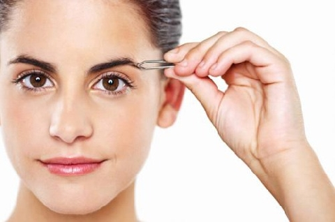 Mẹo dùng nhíp tạo khuôn lông mày 'chuẩn không cần chỉnh'