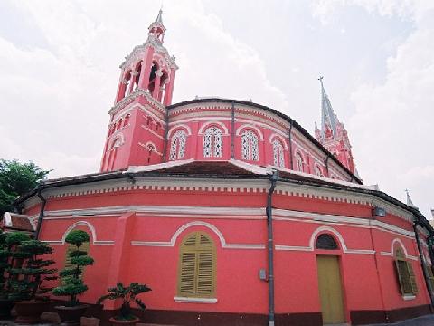 Giới trẻ bị đốn tim bởi nhà thờ màu hồng giữa lòng Sài Gòn