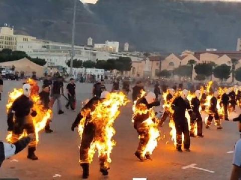 32 người đồng loạt châm lửa tự thiêu vì...kỷ lục