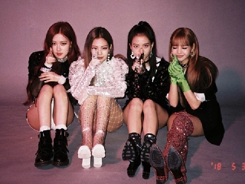 FOREVER YOUNG - BLACKPINK