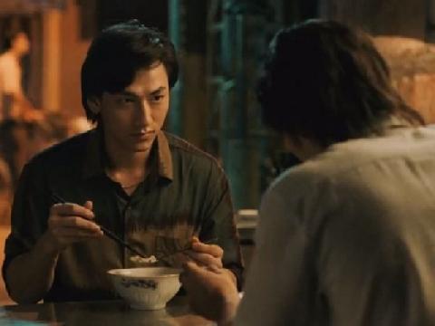 Lộ clip Isaac đưa mắt tình tứ với bạn diễn nam trong 'Song Lang'