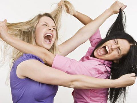 Vợ 2 con túm tóc đánh ghen giữa phố