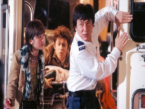 Không ngờ Thành Long cũng có lúc 'sống ảo' đóng phim với ma cà rồng