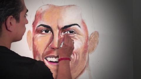 Dùng kem đánh răng vẽ chân dung danh thủ