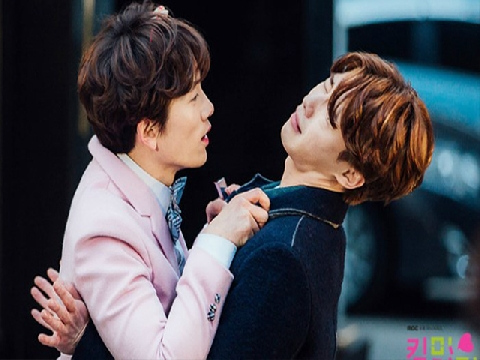 'Thư ký Kim' không chịu gọi Park Seo Joon là 'anh', cư dân mạng liền réo tên của thánh lầy này!