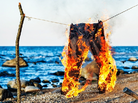 Chồng đốt trụi ảnh cưới, đồ đạc vợ và câu chuyện cay đắng đằng sau